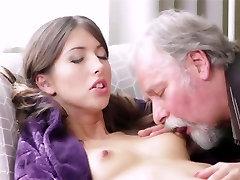 Jauna mergina mėgsta gauti pakliuvom vyras