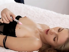 Shy playing with pierre shemale bus temting and pussy