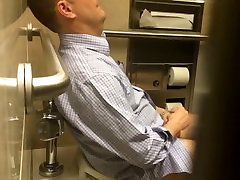 Str8 spy daddy in public toilet