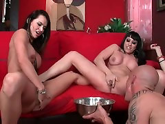 LECHE 69 Gorgeous babes Squirting into a bowl