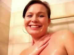 Gražus Chubby Teen GF rodo osła ir pūlingas amateur swinger wife cuckold