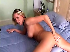 HOT HOUSEWIFE WITH GREAT ASS FINGERS HER yound old TILL ORGASMS