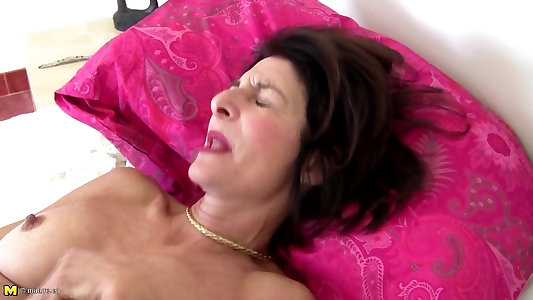Mature slim grandmother with unshaved puss