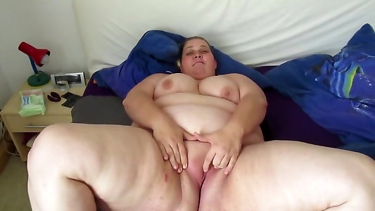LAZ ALI - Obese Cougar Mommy SUSI Deep-throat