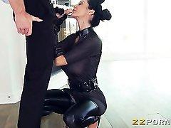 Sexe en uniforme avec sance de domination Le meilleur