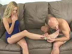 hot blonde babe gets titilating foot sucking