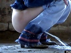 Lovely girl gets caught on cam squatted and peeing