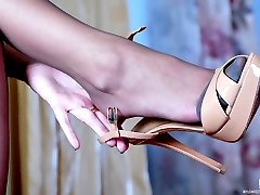 Footsie babe gets to hot shoe play exposing her feet in reinforced toe hose