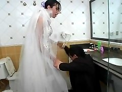Raunchy shemale bride savoring blowjob before backdoor fucking in bathroom