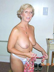 Naked amateur wives and MILFs