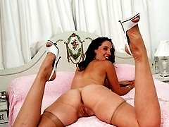 Getting a sneaky perv on Tammy in her bedroom!