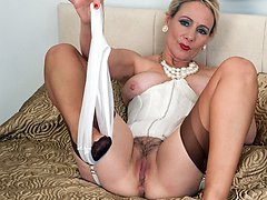 Blonde mature dildos herself in vintage lingerie and seamed nylons