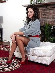 Rebekah shows off her sexy vintage full fashion nylons on those lovely legs of hers!