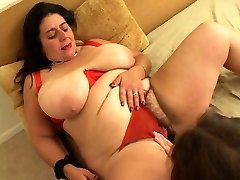 Big bitch goes down on girl