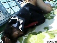 Gordito Misa Kashigawi follada al aire libre
