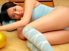 Celia de 1fuckdate.com - Asiática adolescente cameltoe puro, sin desnudos