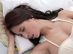 ORGASMS若bustyアジアインドの女の子のロマンティックの繁殖