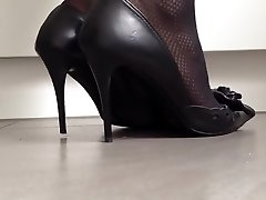 Excellently popping classical high heels
