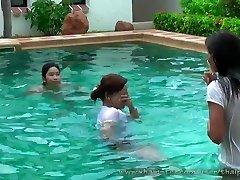 szexi thai lányok a medencében