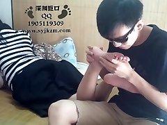 סטודנט סיני פולחן הרגל