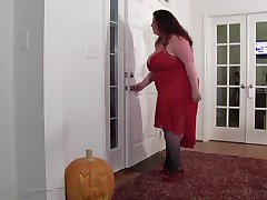 Full figured mom home invaded
