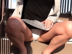 Japanese teenage filmed upskirt