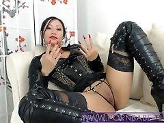 Asiatique PornbabeTyra Vous Donne Méchant Domination