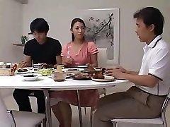 אישה יפנית לעזאזל אורח