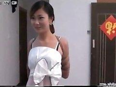 בחורה סינית בעבדות