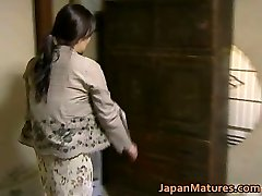 Japanese Cougar has wild sex free jav