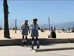 Skolniece Sagrupētos un fucked ar japaneses (AMWF)