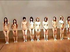 avmost.com - Naken Japansk jente blir banket hardt etter en ball spill