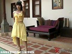 Tajski Bargirl Nuch v Ozadju