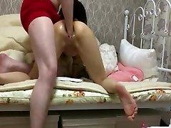 小さな日本の女の子の粗いダブルfisting