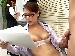 Hihetetlen Japán lány Yayoi Yanagida a Legjobb Hivatal, Kutyus Stílusban JAV jelenet