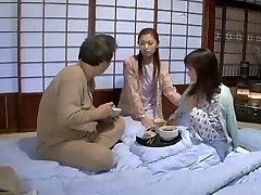 Suzuka Ryou, Aika, Hanagiri Matsuri, Mochida Akane v Nedolžnih Stekla so bile uničene, Da Motna Tekočina
