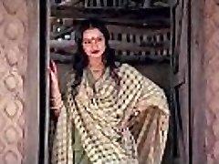 bollywood actress rekha tells how to make lovemaking