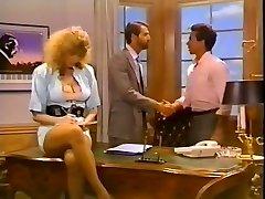 Hussy secretary gets her fuckbox fucked on the boss's table