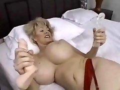 pieptoase femei mature gusturile neagră ciocănitoare și un vibrator