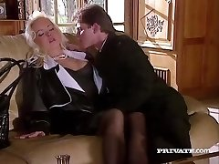 סילביה סיינט מזיין את דין מנקז שלו בהצטיינות