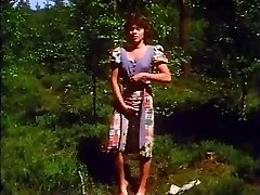 Retro - Damsel jerks outdoor
