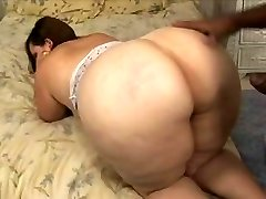 Bbw with big ass and hips takes bbc
