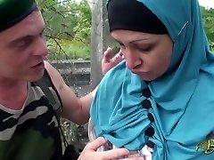 Nafila Essid - hijabi διάολο μηχανή