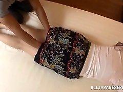 Aoi Aoyama lákavé hot zrelé Asian babe v hardcore akcia