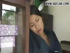 Ιαπωνικά γυναίκα ρουφάει τον πούτσο του, παίρνει fucked και πάλι χάλια