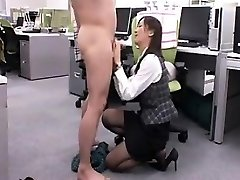 Seductive Japanese babe gets down on her knees and gives a nic