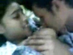 Mlada Šri Lanke I Gay -