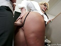 Huge-boobed blonde Phoenix Marie gets her labia drilled by Johnny Sins