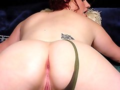 Nice view on sexy fatty�s spread buns from behind