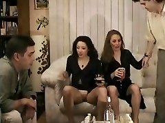 Francouzské nudistická lesbičky průvod nahý na veřejnosti